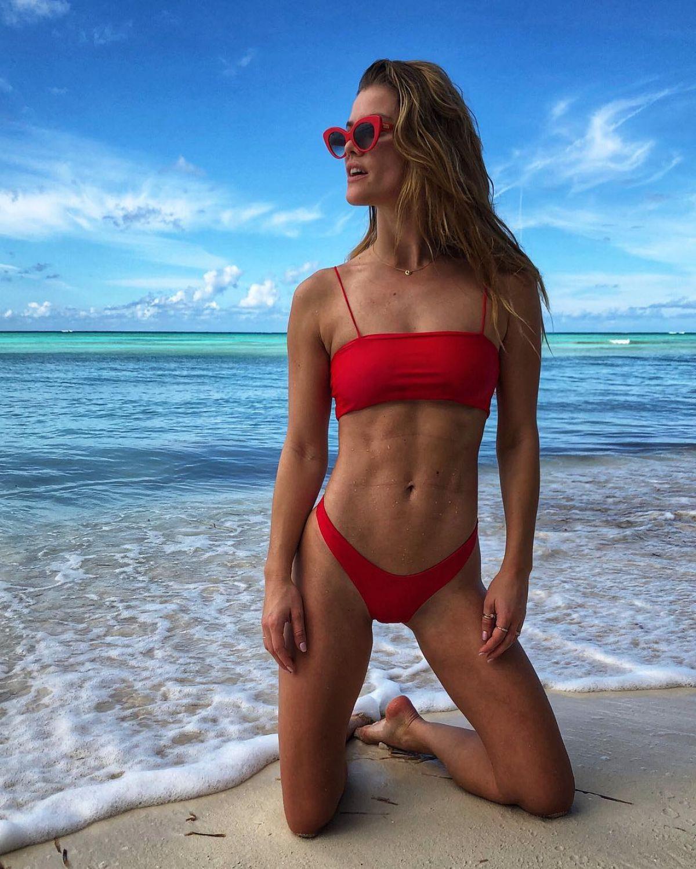 Bikini Instagram Models Flaws: NINA AGDAL In Bikini At A Beach