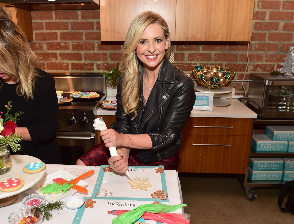 SARAH MICHELLE GELLAR at Hholiday Cookie Party Benefiting Alliance of Moms & Raising Foodie in Los Angeles 12/12/2018