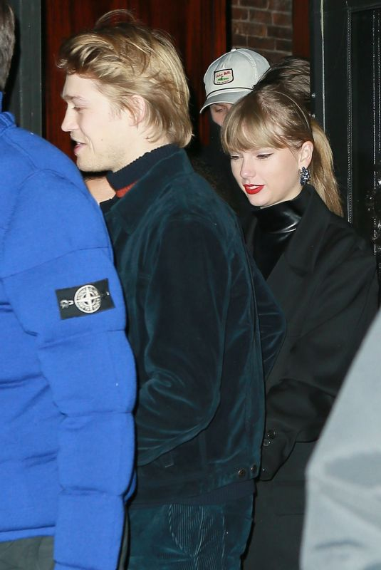 TAYLOR SWIFT and Joe Alwyn Night Out in New York 12/30/2018