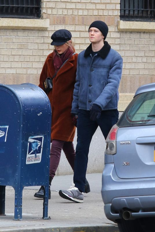 TAYLOR SWIFT and Joe Alwyn Out in New York 12/29/2018