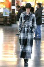 ANNE HATHAWAY Arives at JFK Airport in New York 01/21/2019
