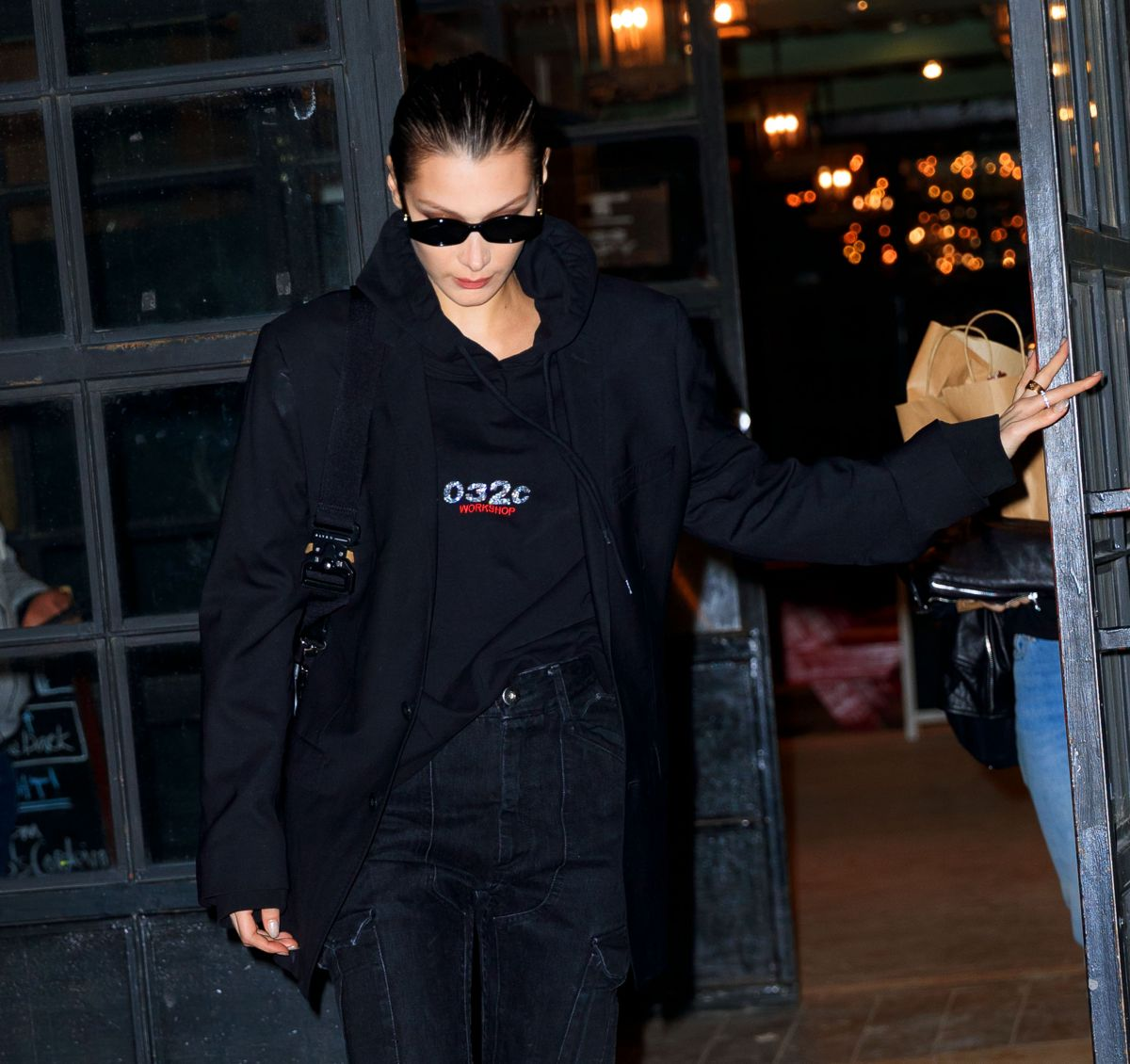 Flat In New York: BELLA HADID Leaves Her Apartment In New York 01/15/2019