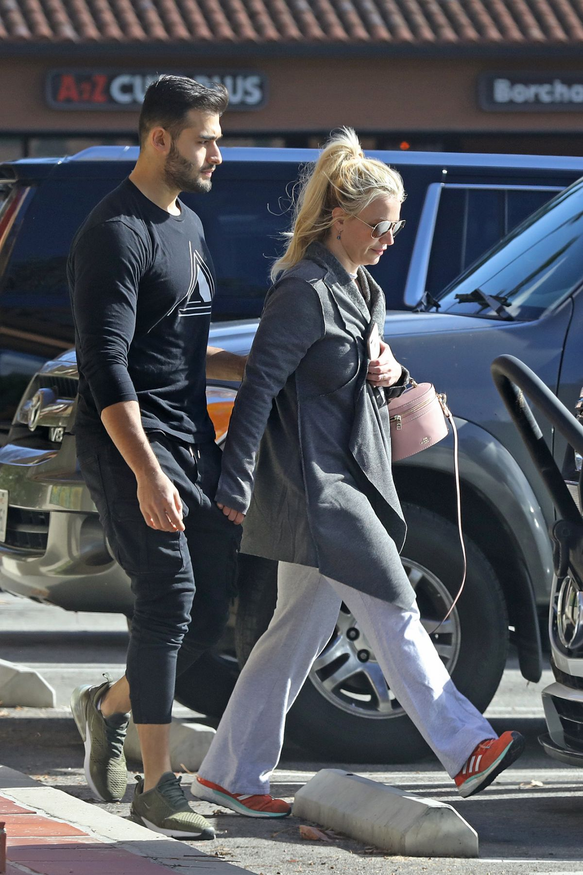 BRITNEY SPEARS Out in Encino 01/06/2019 - HawtCelebs Britney Spears 2019