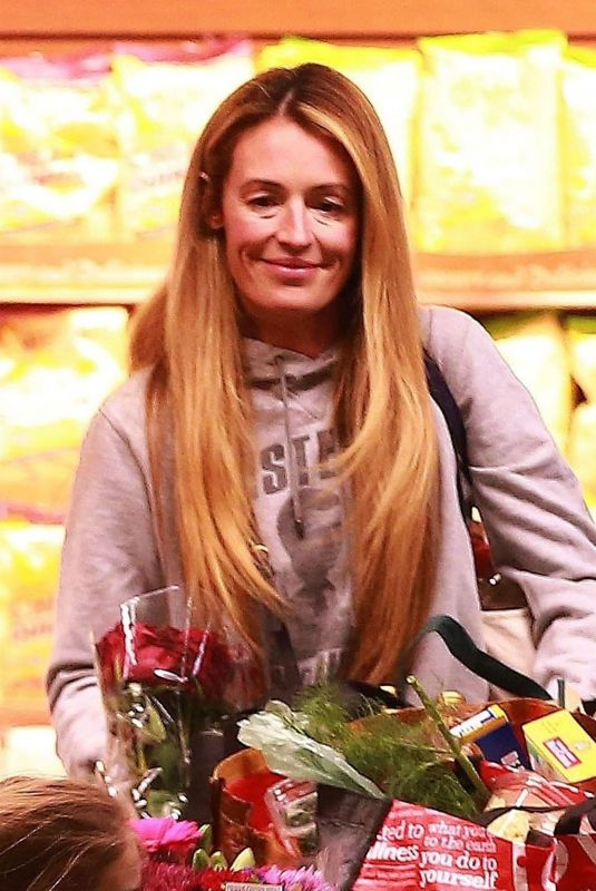 CAT DEELEY Shopping at Whole Foods in Beverly Hills 01/29/2019