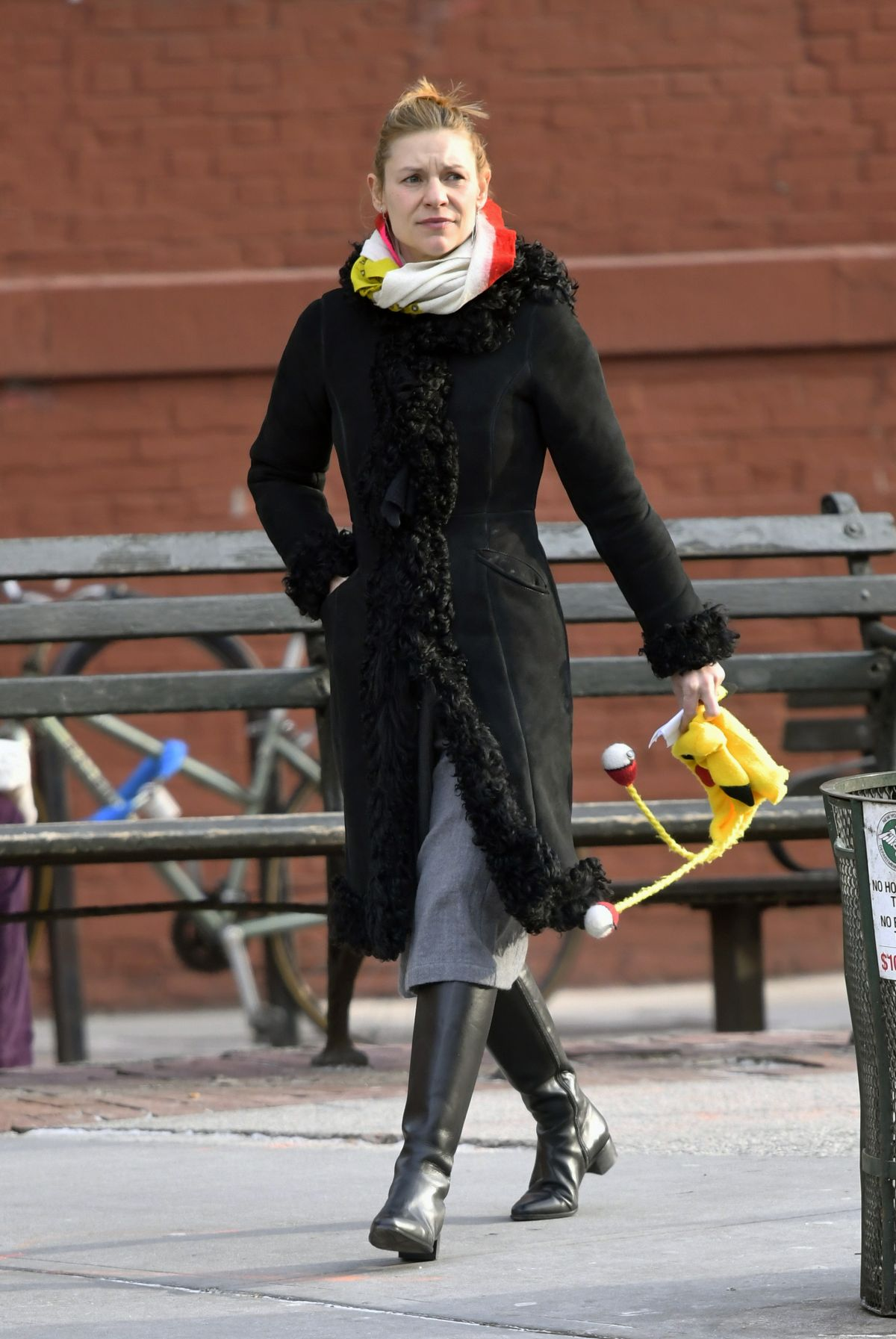claire danes out and about in new york 01 15 2019 hawtcelebs. Black Bedroom Furniture Sets. Home Design Ideas