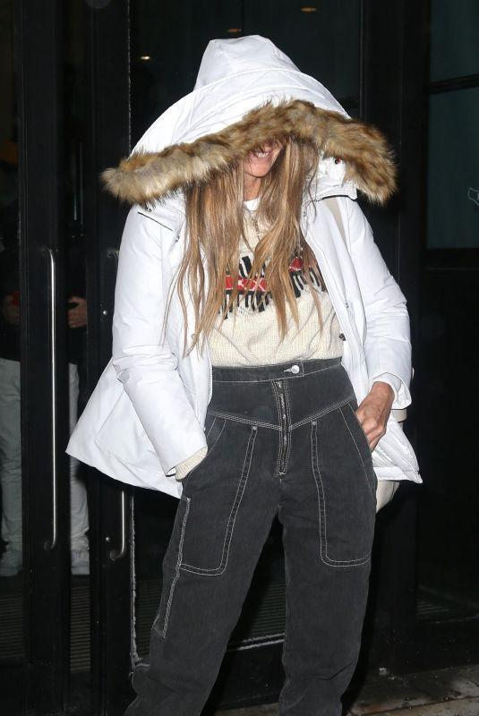 ELLE MACPHEROSN Leaves Her Hotel in New York 01/30/2019