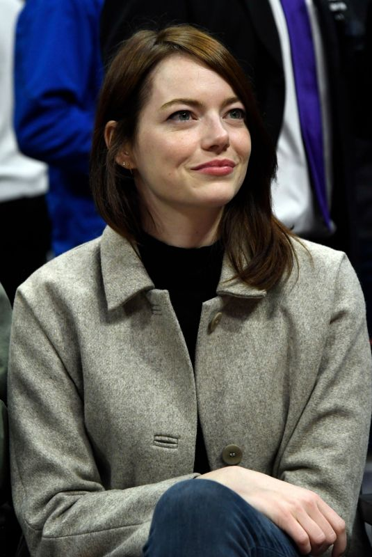 EMMA STONE and Dave McCary at Golden State Warriors vs LA Clippers Game in Los Angeles 01/18/2019