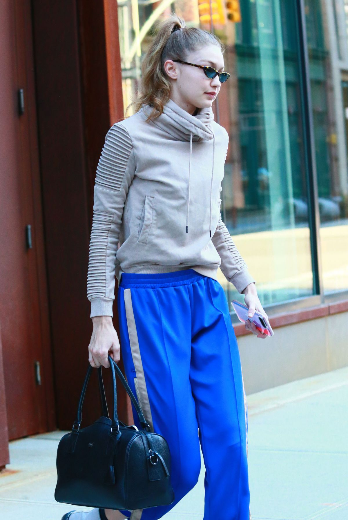 53181bc6387 GIGI HADID Leaves Her Apartment in New York 01 03 2019
