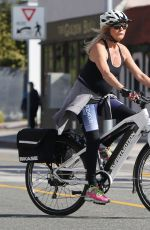 GOLDIE HAWN and Kurt Russell Riding Their Bikes Out in Pacific Palisades 01/26/2019