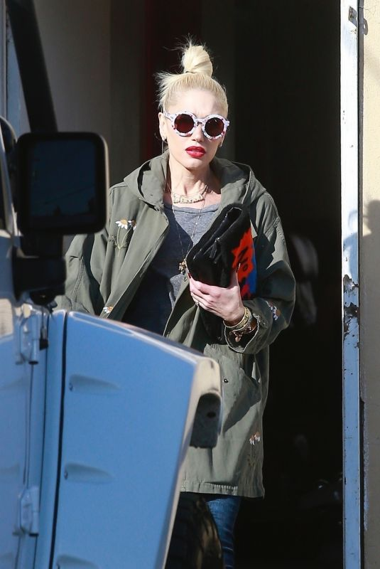 GWEN STEFANI Leaves a Nail Salon in Los Angeles 01/10/2019