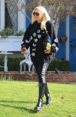 GWEN STEFANI Leaves Her Parent