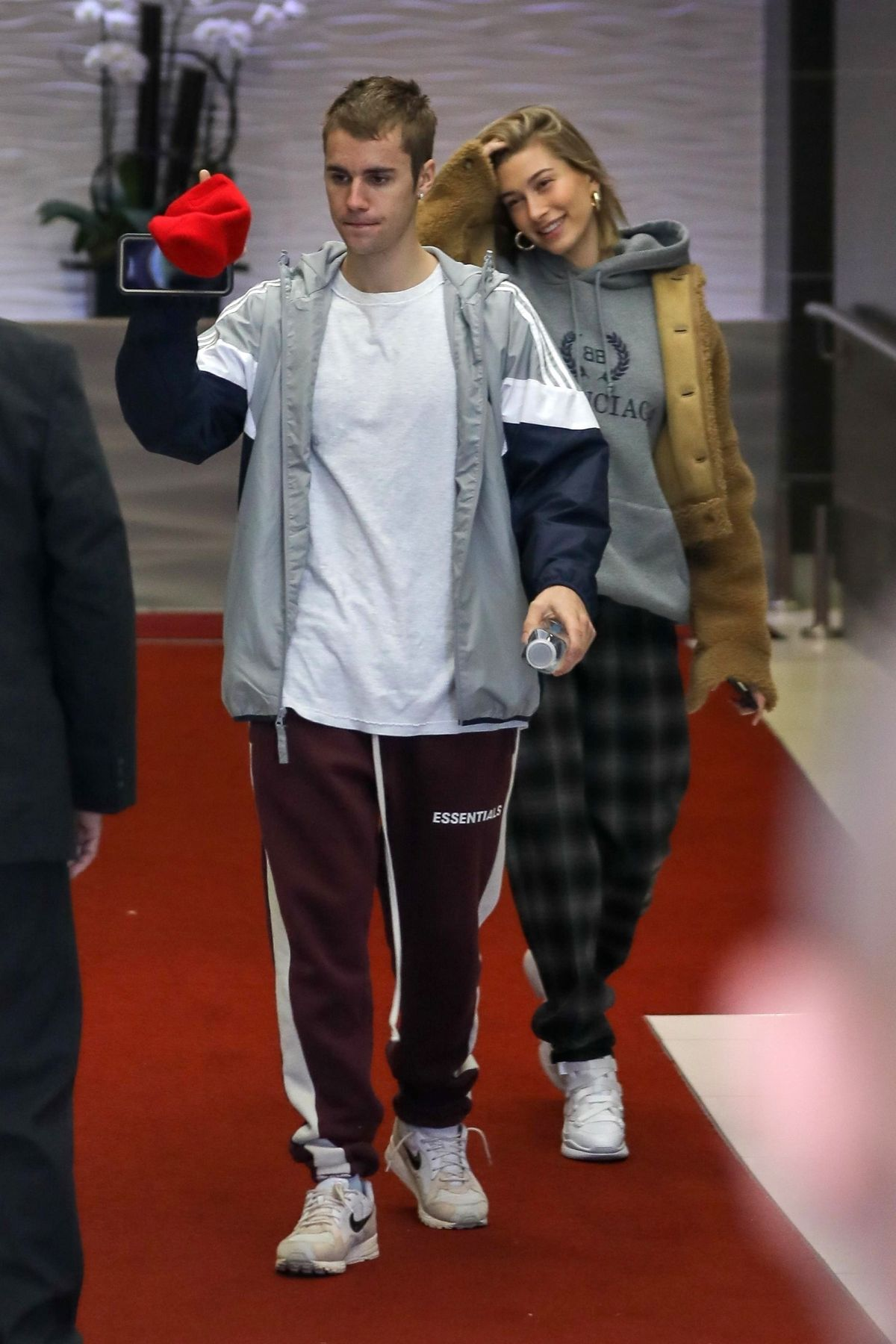 HAILEY and Justin BIEBER Leaves Their Hotel in Beverly ...