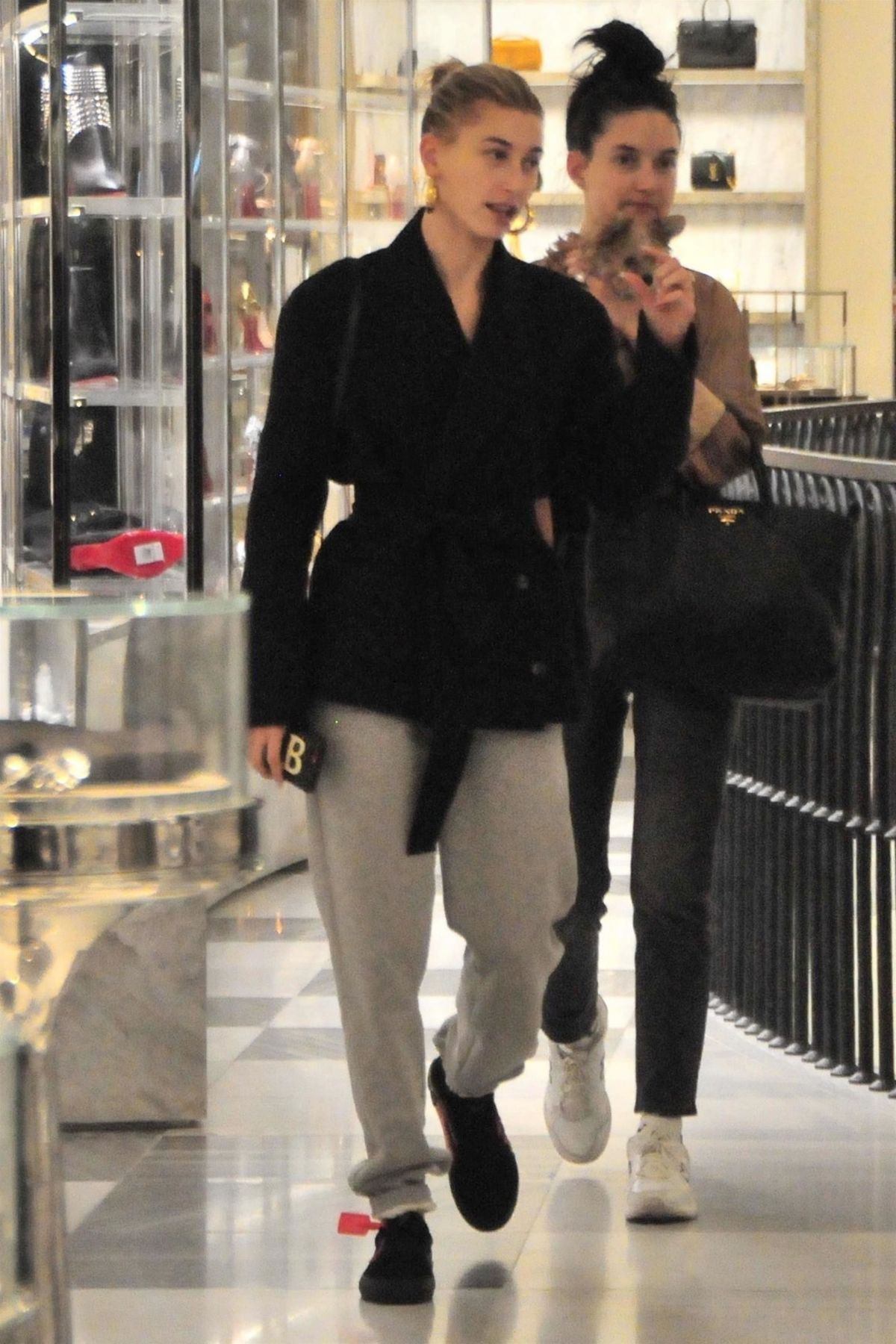 Hailey Baldwin At Alfred Tea Room In West Hollywood 01 24