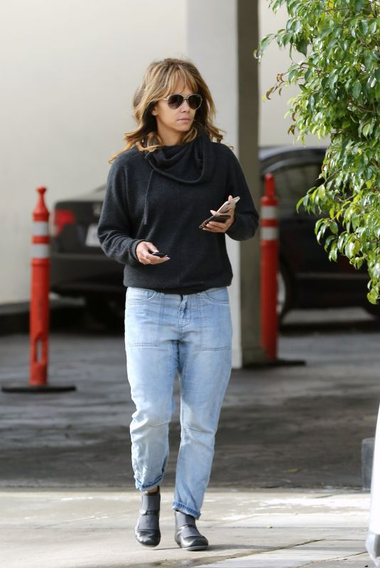 HALLE BERRY Leaves Dentist Office in Beverly Hills 01/18/2019