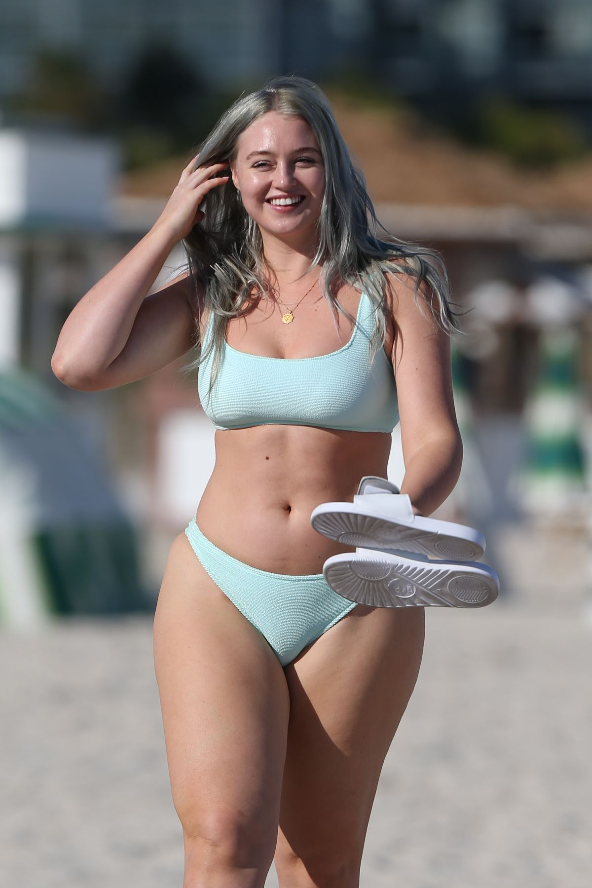 Iskra Lawrence Bikini Nude Photos 98