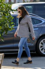 JENNIFER GARNER at Brentwood Country Mart 01/28/2019