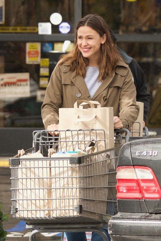JENNIFER GARNER Shopping for Groceries in Brentwood 01/12/2019