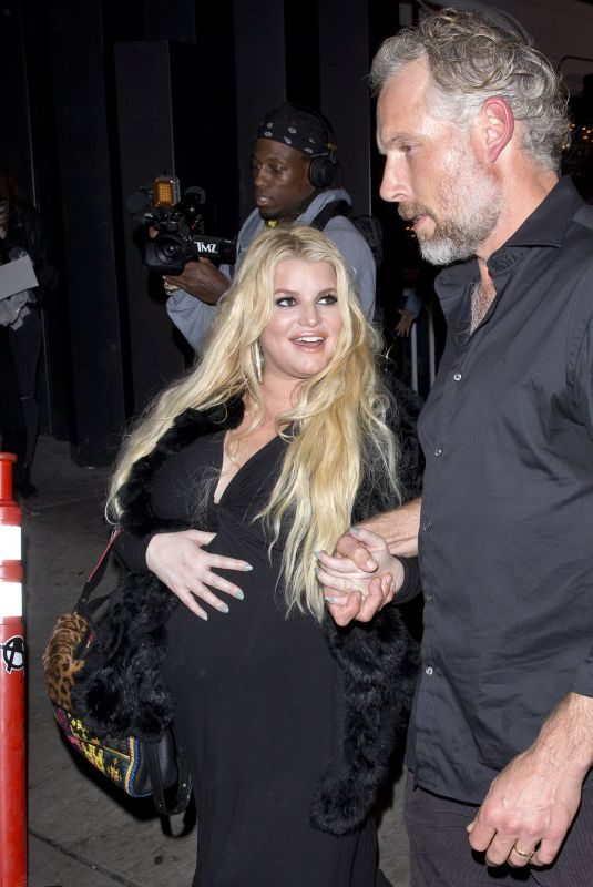 JESSICA SIMPSON and Erik Johnson Leaves Roxy in Los Angeles 01/18/2019