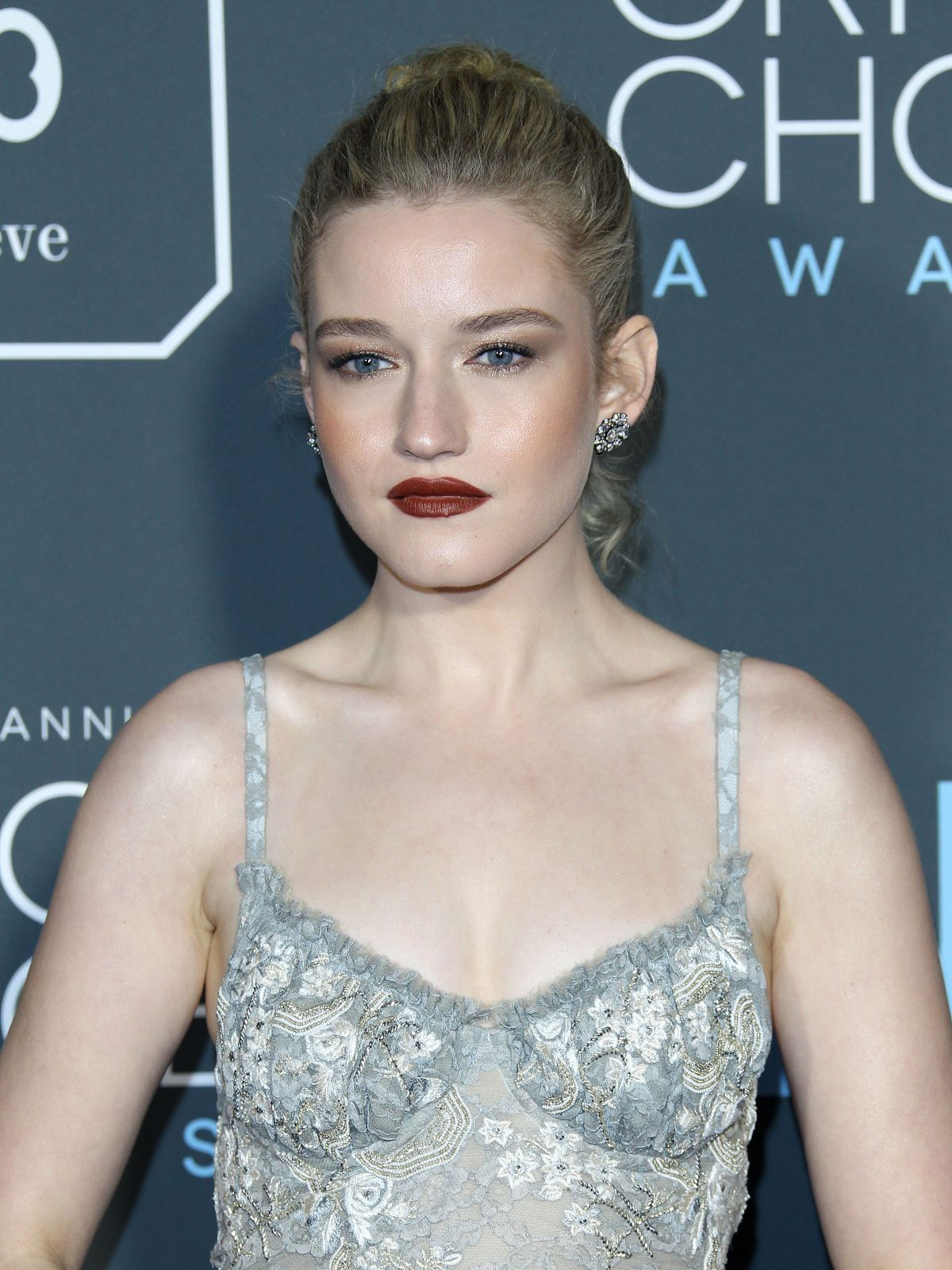 JULIA GARNER At 2019 Critics' Choice Awards In Santa