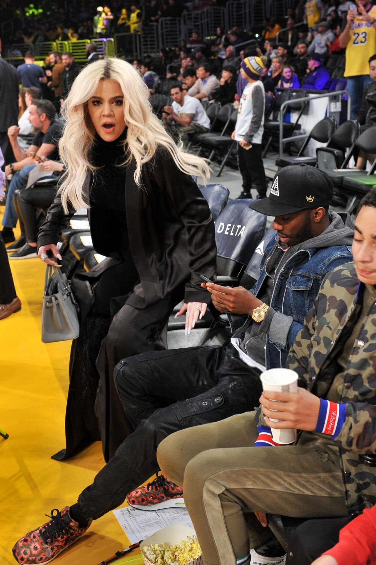 KHLOE KARDASHIAN at Cavaliers vs LA Lakers Game in Los ...