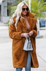 KHLOE KARDASHIAN Out and About in Sherman Oaks 01/07/2019