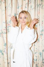 KRISTEN BELL for Getting Ready with Kristen Bell for Golden Globes for Coveteur Magazine 01/06/2019