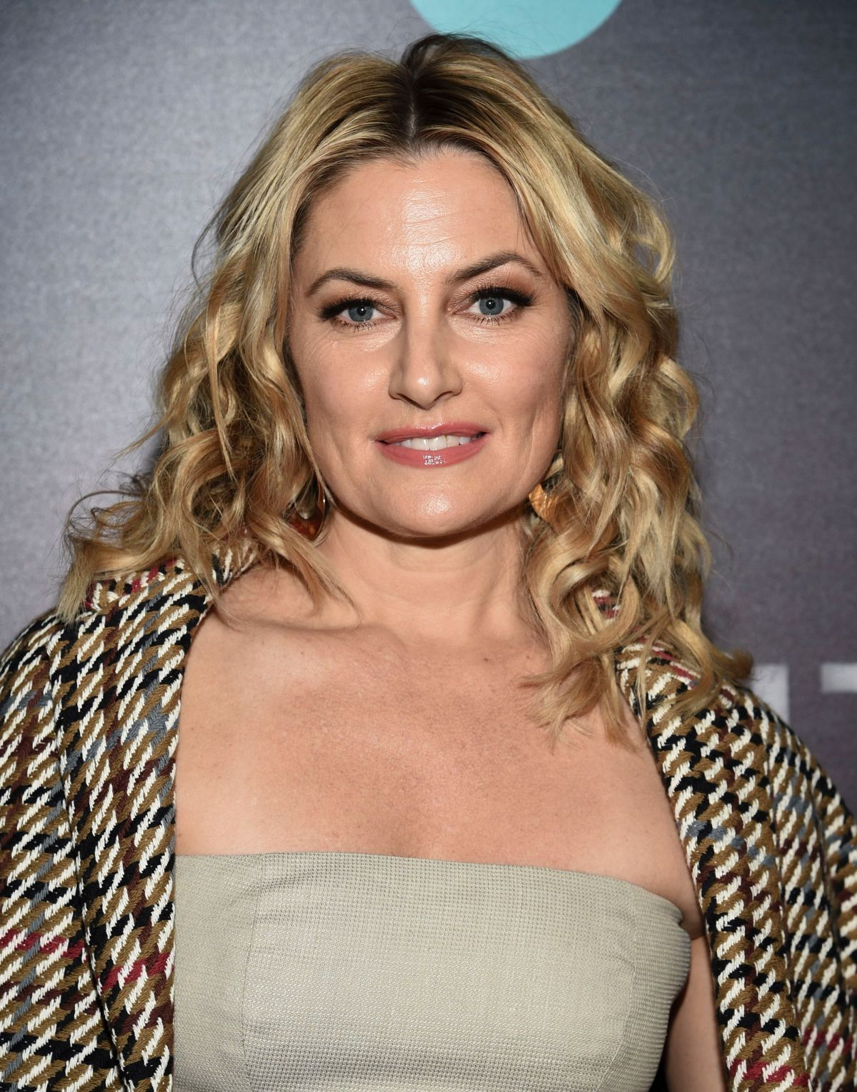 Madchen amick at i am the night premiere in new york 01 22 for Kinderzimmerlampe madchen