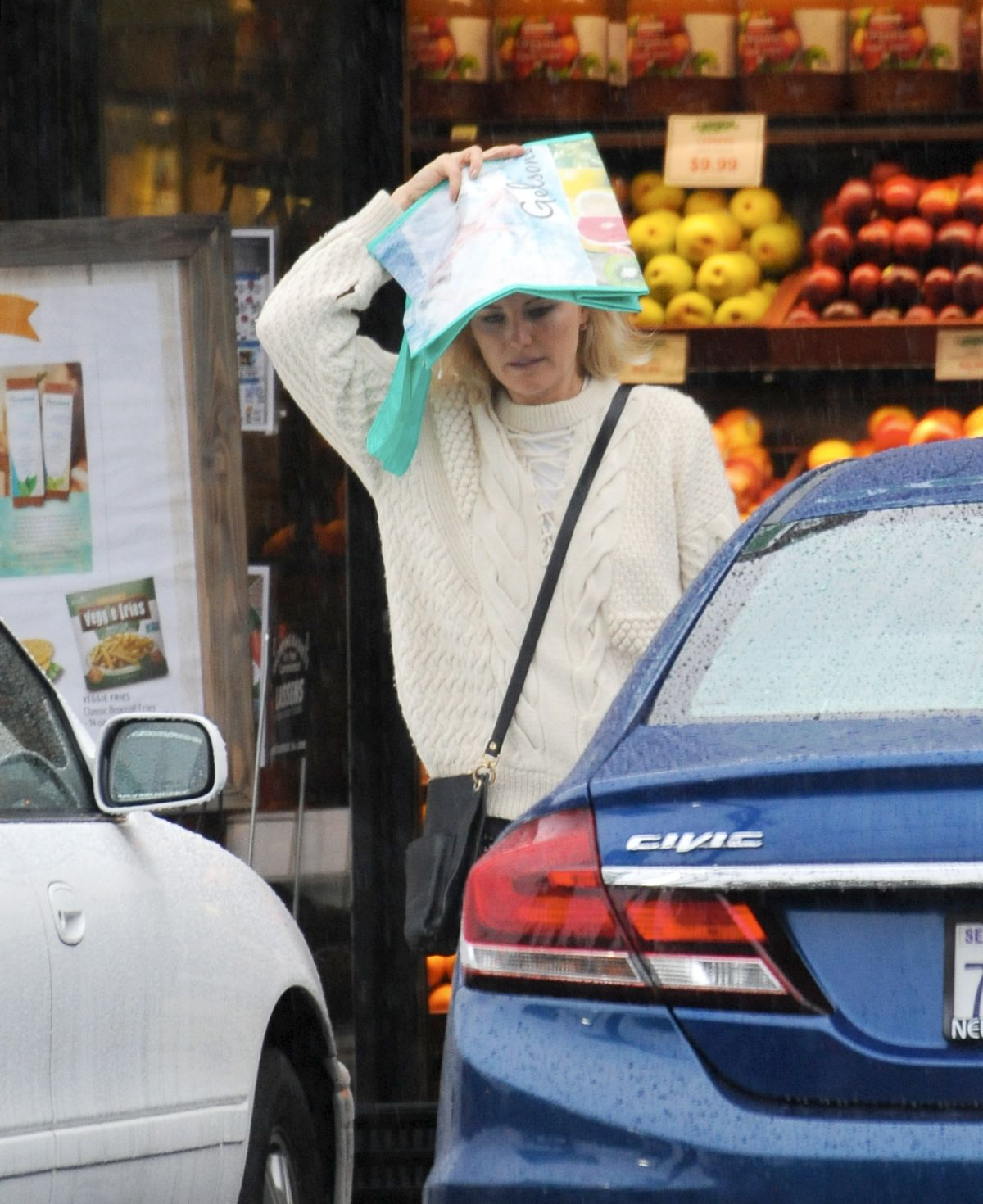 Grocery Stores Los Angeles: MALIN AKERMAN Shopping At Lassen's Grocery Store In Los