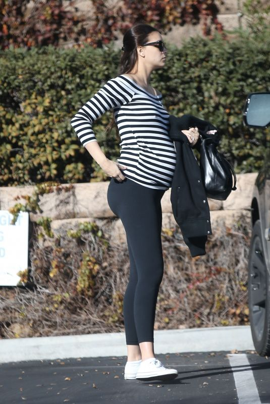 Pregnant ARPIL LOVE GEARY Out for Lunch in Studio City 01/18/2019