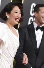 SANDRA OH and Andy Samberg at 2019 Golden Globe Awards in Beverly Hills 01/06/2019