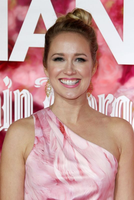 ANNA CAMP at Isn