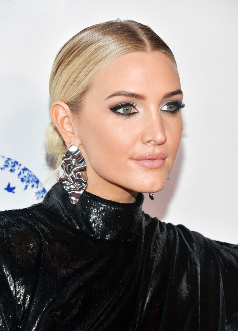 ASHLEE SIMPSON at 2019 Hollywood Beauty Awards in Los ... Ashlee Simpson
