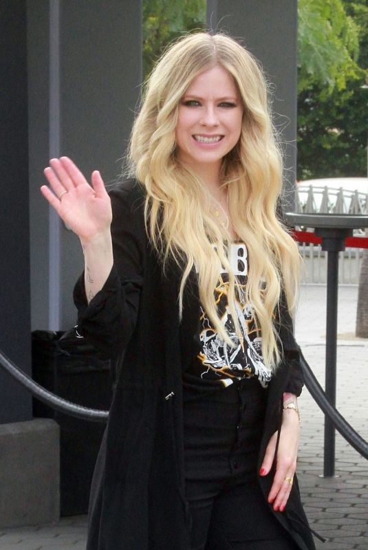 AVRIL LAVIGNE at Extra at Universal Studios in Hollywood 02/27/2019