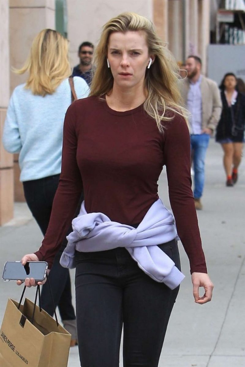 2019 Betty Gilpin nudes (76 foto and video), Ass, Cleavage, Twitter, braless 2019
