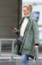 CAMERON DIAZ Out Shopping in New York 02/15/2019