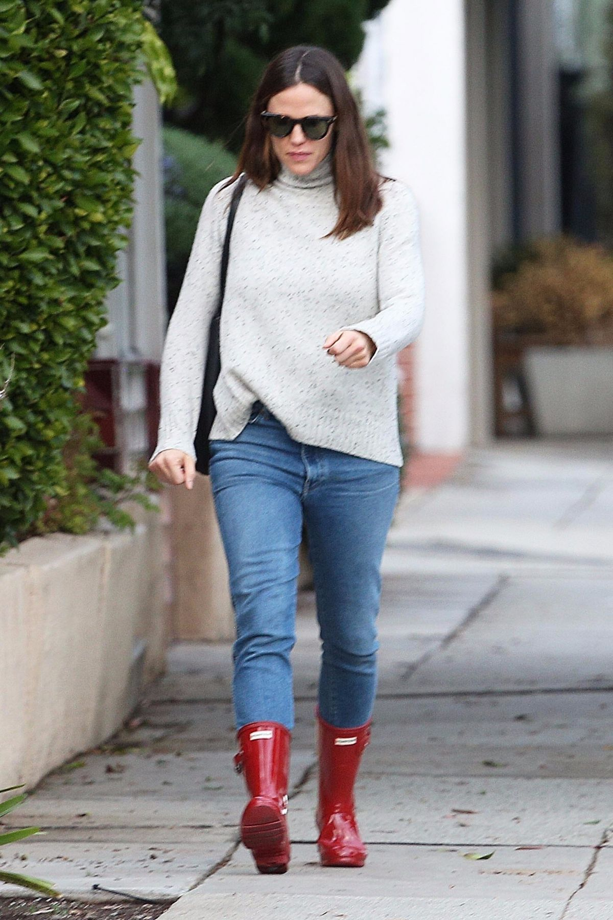 Jennifer Garner In Denim And Red Rubber Boots Out In Los