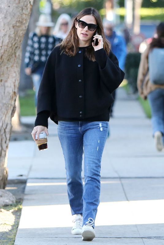 JENNIFER GARNER Out and about in Santa Monica 02/08/2019