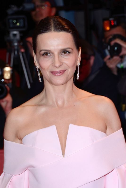 JULIETTE BINOCHE at Berlin International Film Festival Closing Ceremony 02/16/2019