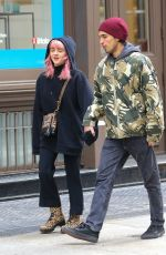 MAISIE WILLIAMS and Reuben Selby Shopping for Iphones in New York 02/13/2019