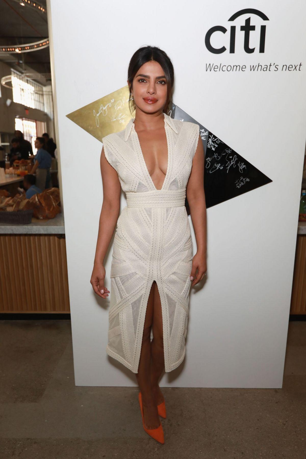 Los Angeles Fashion Week | LA Fashion Week 2018 - LAFW