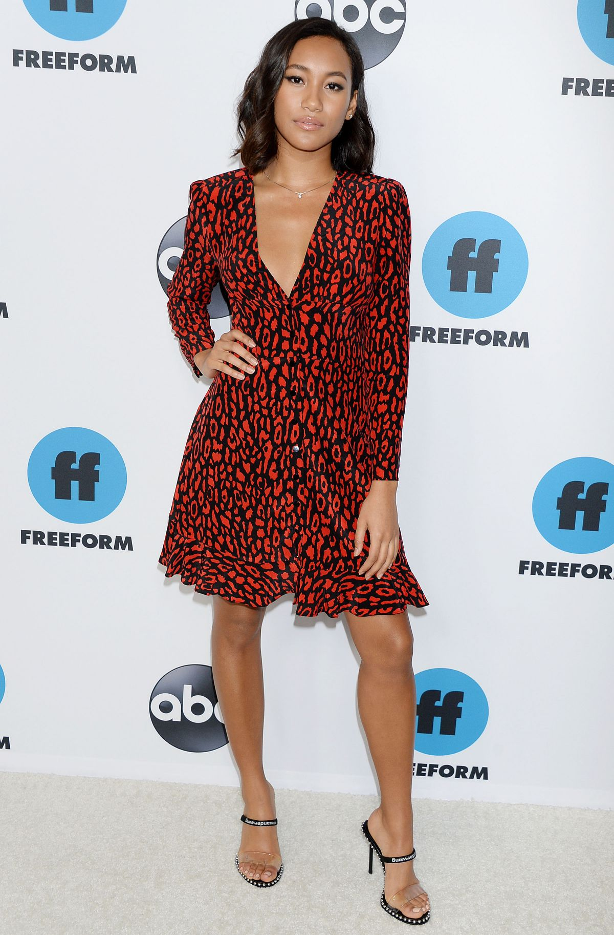 ¿Cuánto mide Sydney Park? - Real height Sydney-park-at-freeform-s-tca-winter-press-tour-in-los-angeles-02-05-2019-1