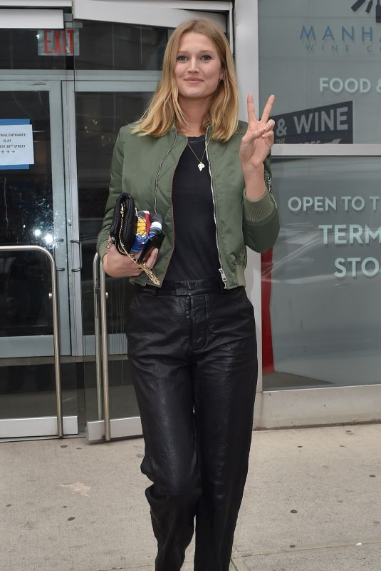 TONI GARRN Out and About in New York 02/04/2019