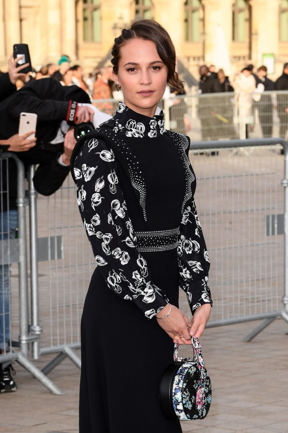 Alicia Vikander At Louis Vuitton Show At Paris Fashion Week 03 05