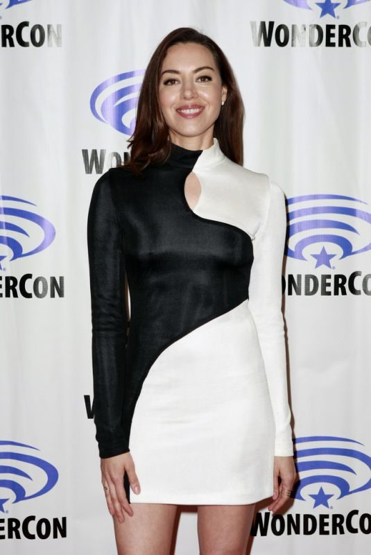 AUBREY PLAZA at Legion Press Line at WonderCon in Anaheim 03/29/2019
