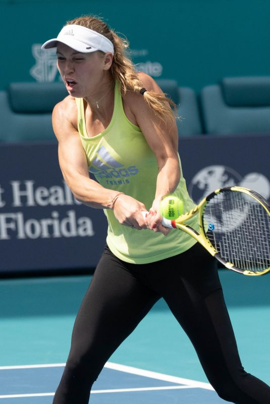 CAROLINE WOZNIACKI Practicing at Miami Open 03/18/2019