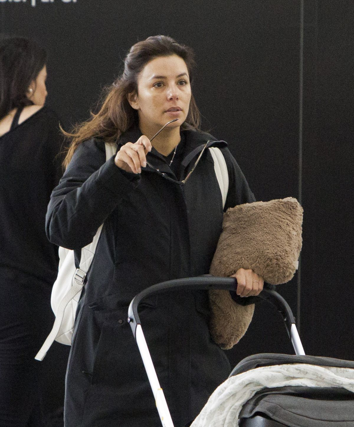 eva longoria at pearson international airport in toronto 03 09 2019 hawtcelebs. Black Bedroom Furniture Sets. Home Design Ideas