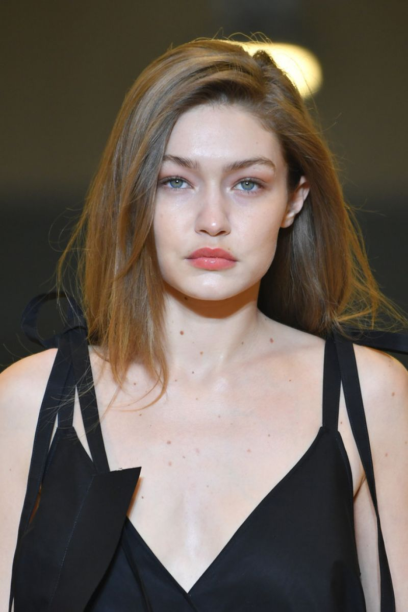 gigi hadid runway 2020 paris week long during womenswear straight cut fall winter stylebistro looks gi kate beckinsale asian read