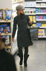 HALLE BERRY Shopping at Duane Reade Drugstore in New York 03/01/2019