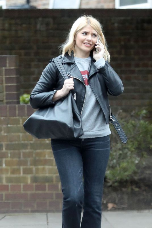 HOLLY WILLOGHBY Out and About in West London 03/20/2019