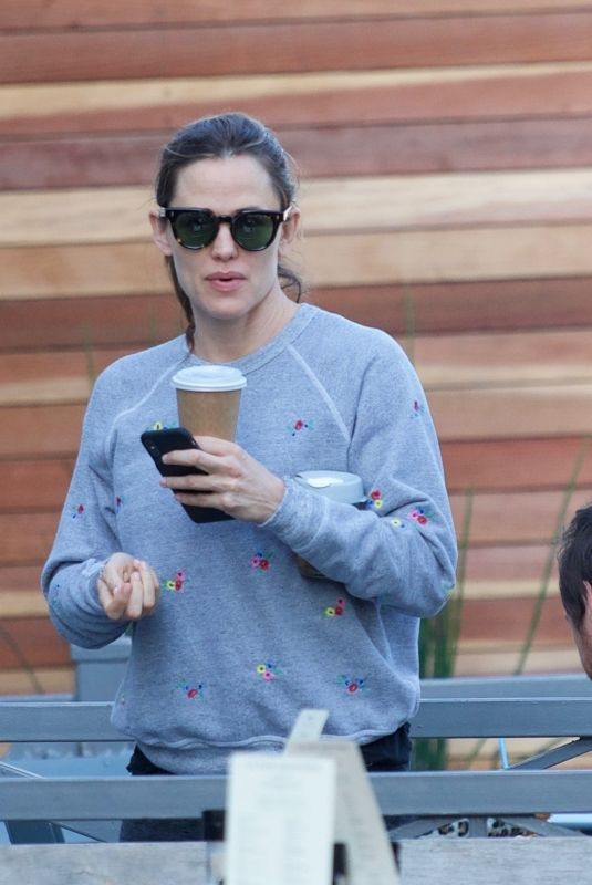 JENNIFER GARNER Out for Coffee in Brentwood 03/25/2019